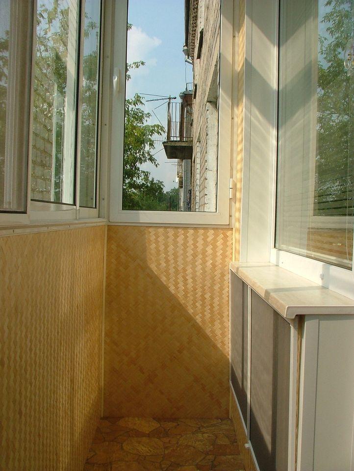 Отделка стен балкона бамбуком. - окна из пластика - каталог .